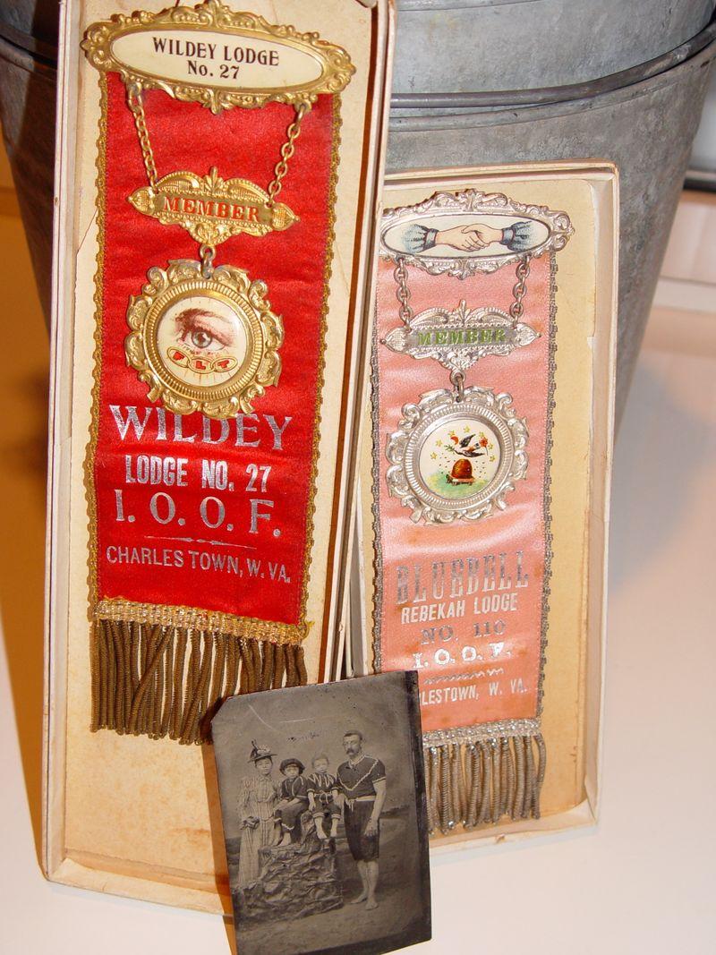Badges &tin